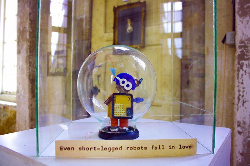 even-short-legged-robots-fall-in-love-elza-zijlstra-edited-800x534